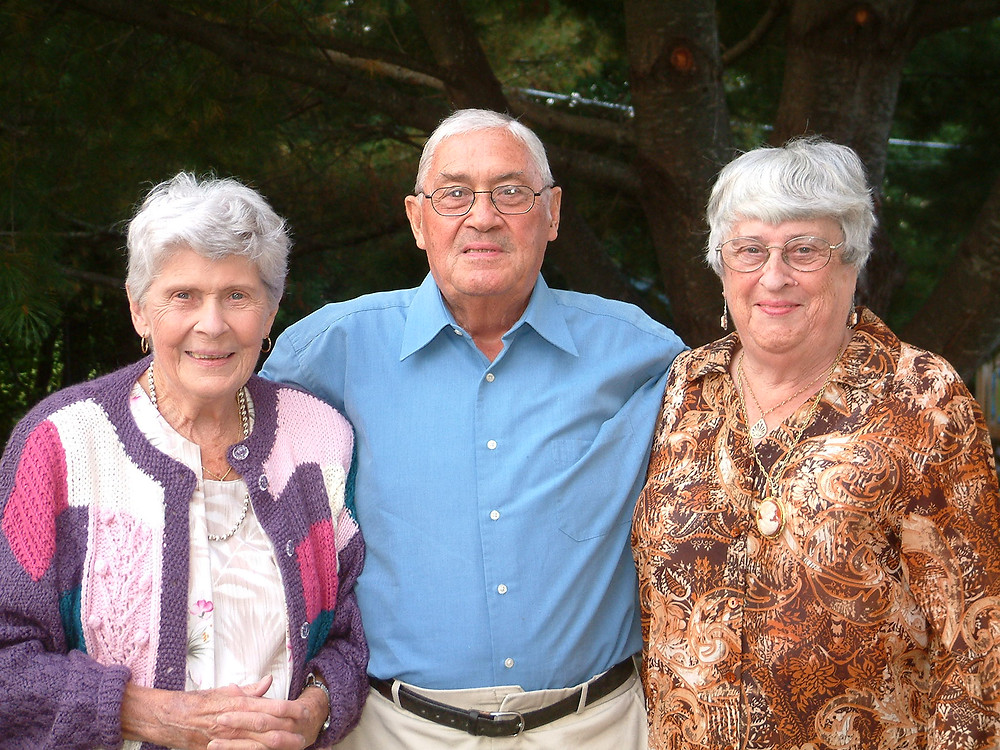 Bob with older sister Dot, and twin sister Joyce