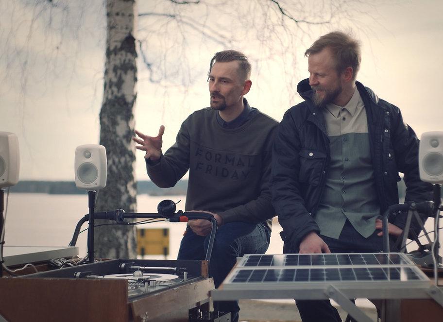 Hulahula Suomi, Warner Finland, Yle tv 1