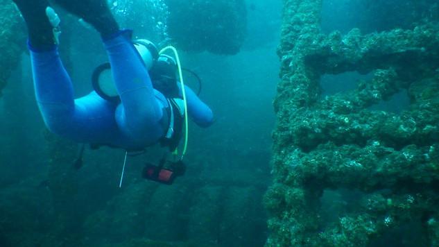 Swimthrough at Iron House, Badouzi Bay