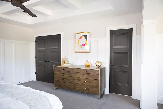 MPS-LV-ThreeDoors-Bedroom-BlackMagic-bty