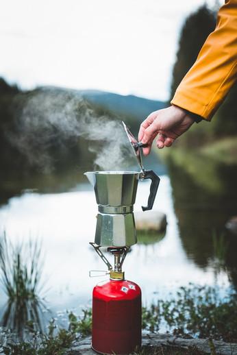 Human hand brewing geyser coffee maker w