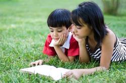 71918-424x283-Kids_and_Bible_Reading.jpg