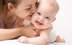Kiss-cute-baby_2560x1600.jpg