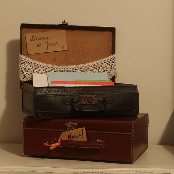 urne valises pour enveloppes.JPG