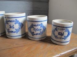 Série de pots à épices anciens