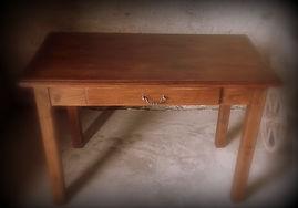location d'une table en bois pour buffet ou décor à thème