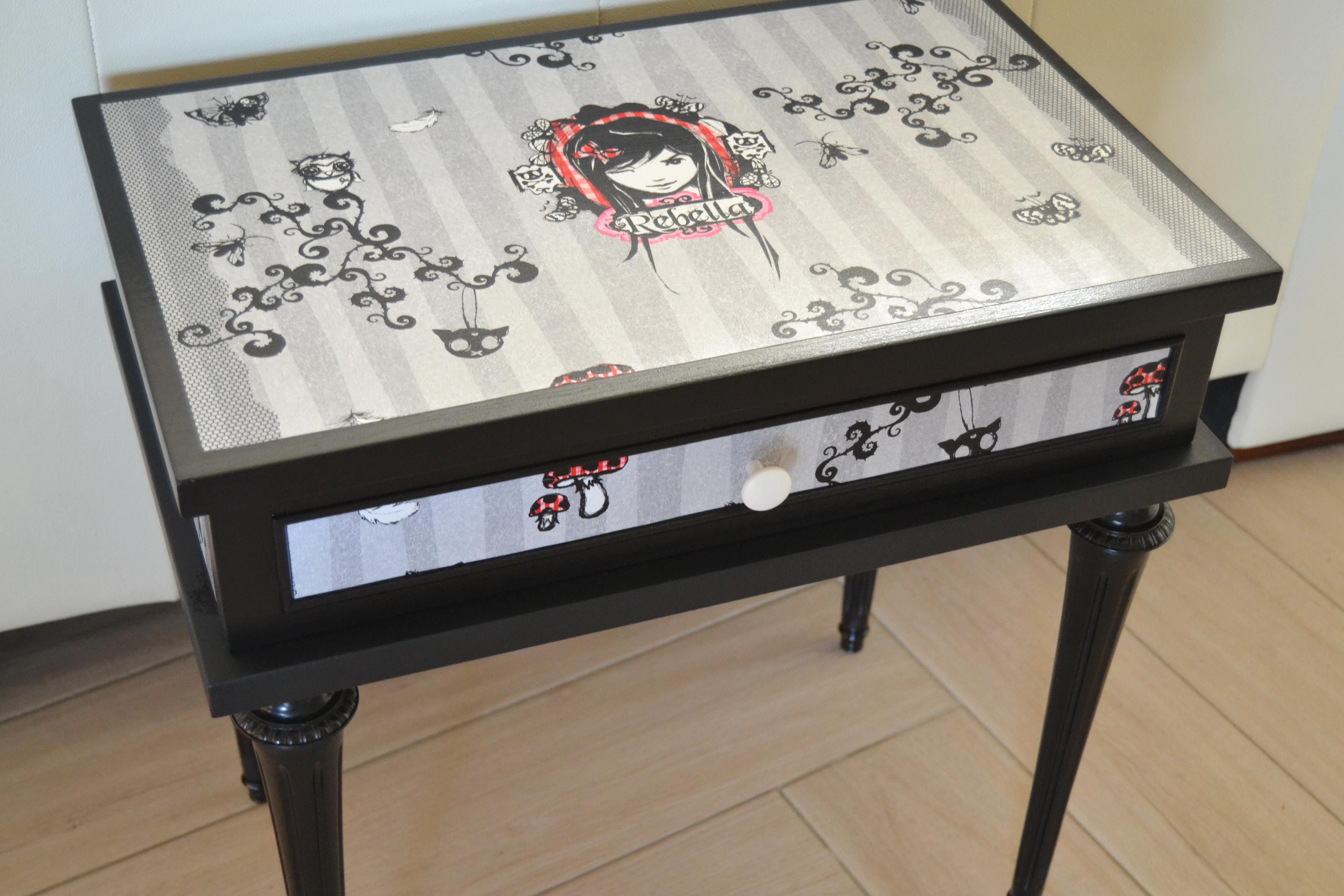 "table de chevet motifs ""Rebella"""