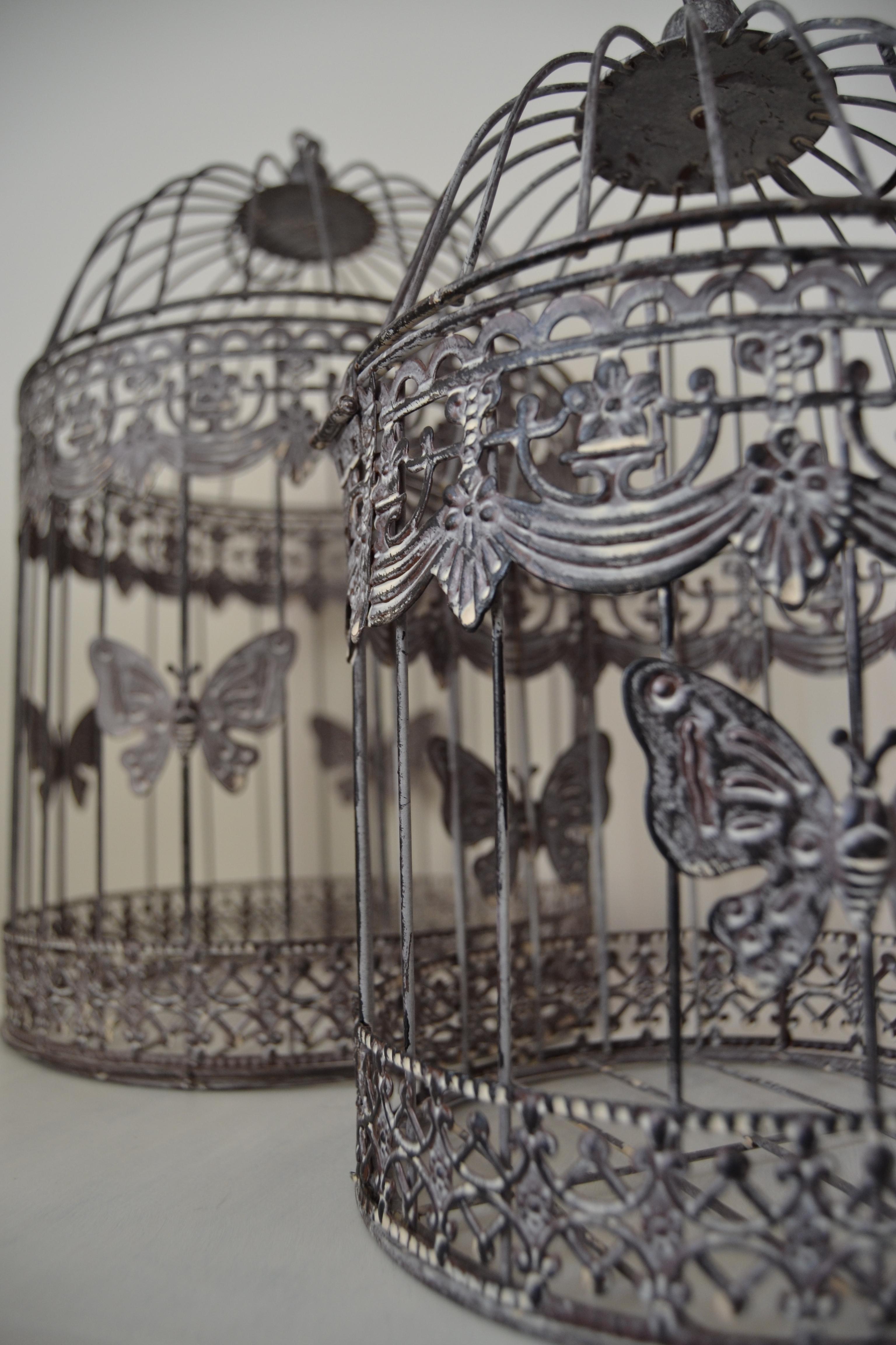 cages métal grises