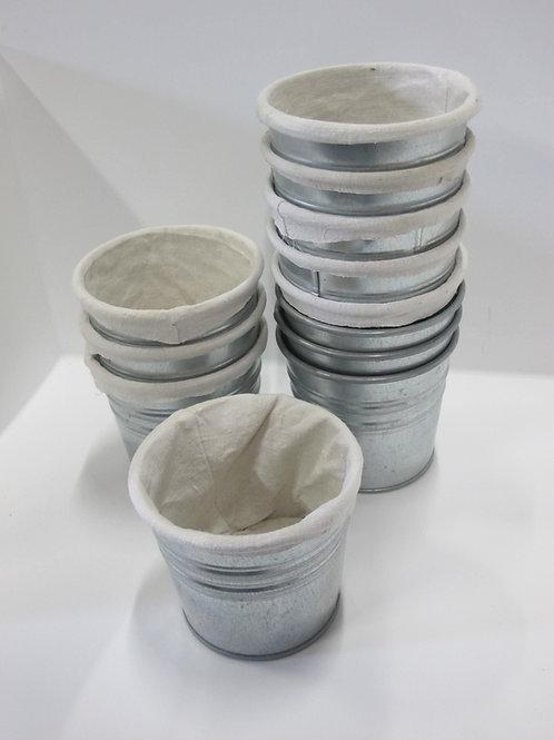 Lot de pots en métal