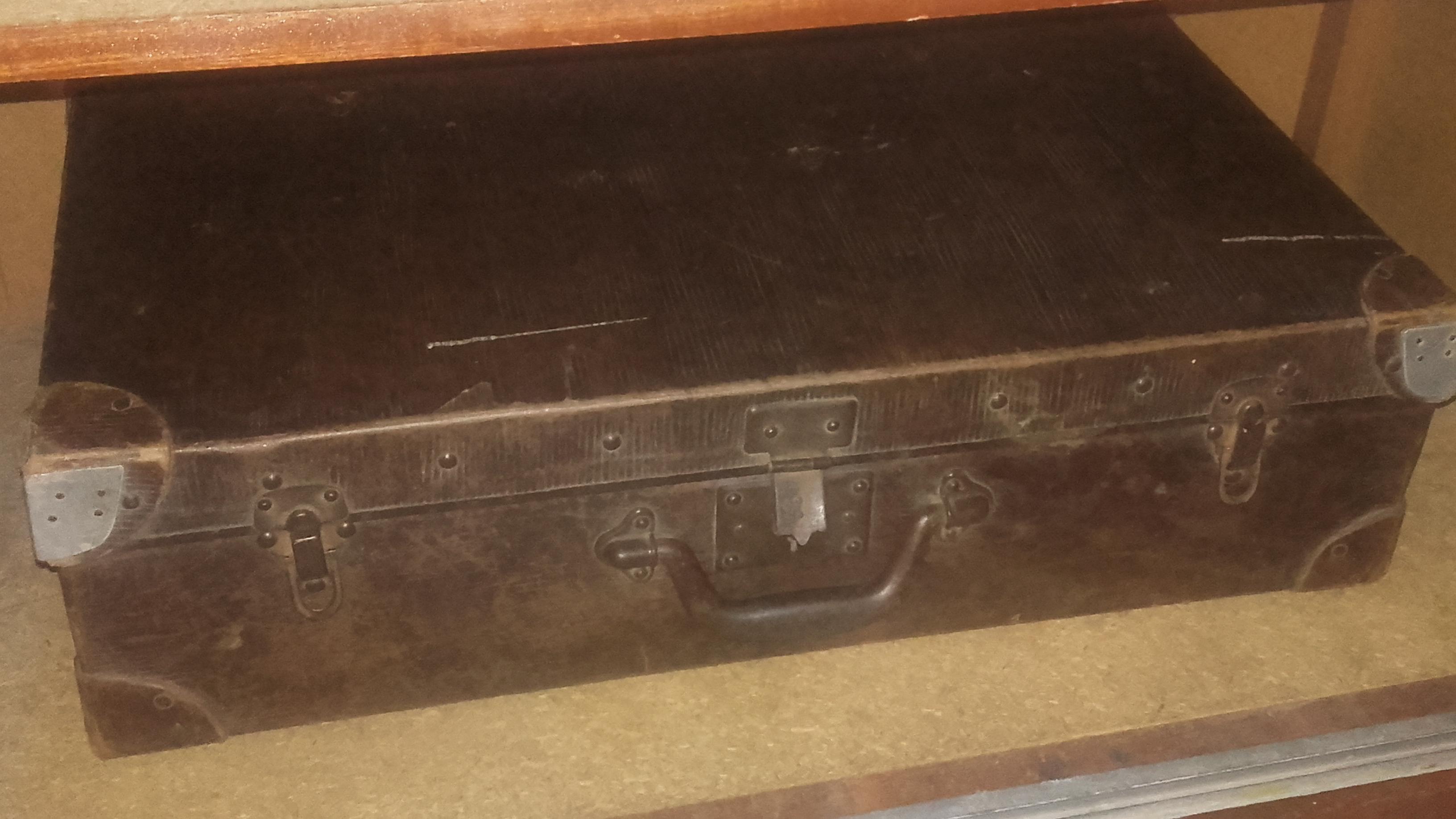 valise marron ancienne