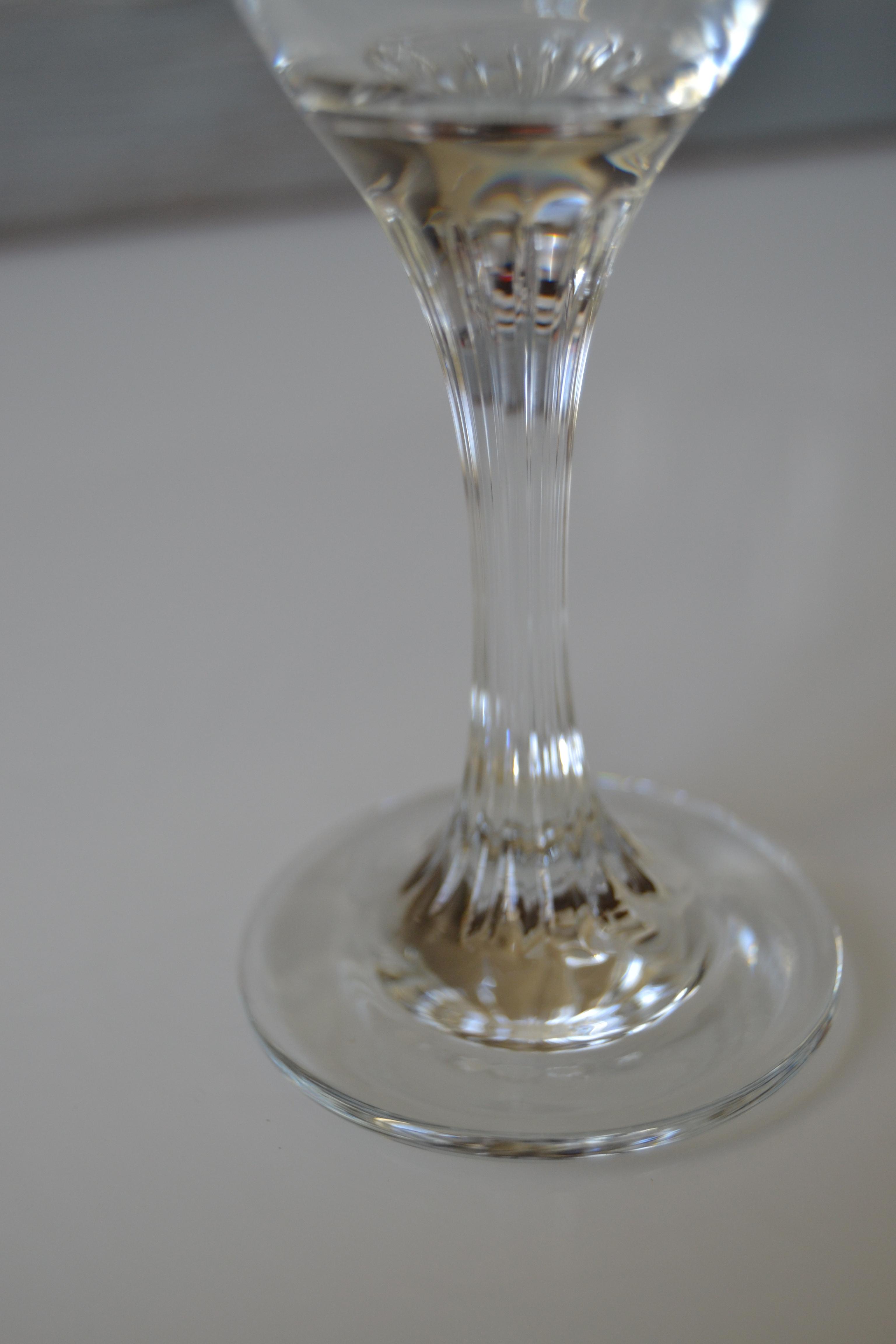 4 flûtes en verre pied ciselé