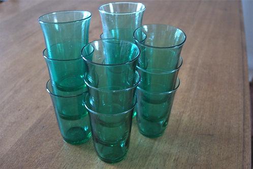 Lot de 12 verres verts anciens