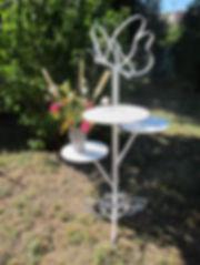 serviteur papillon en métal avec 3 plateaux pour présenter des pièces montées, gâteaux, ou en déco avec bouquets de fleurs