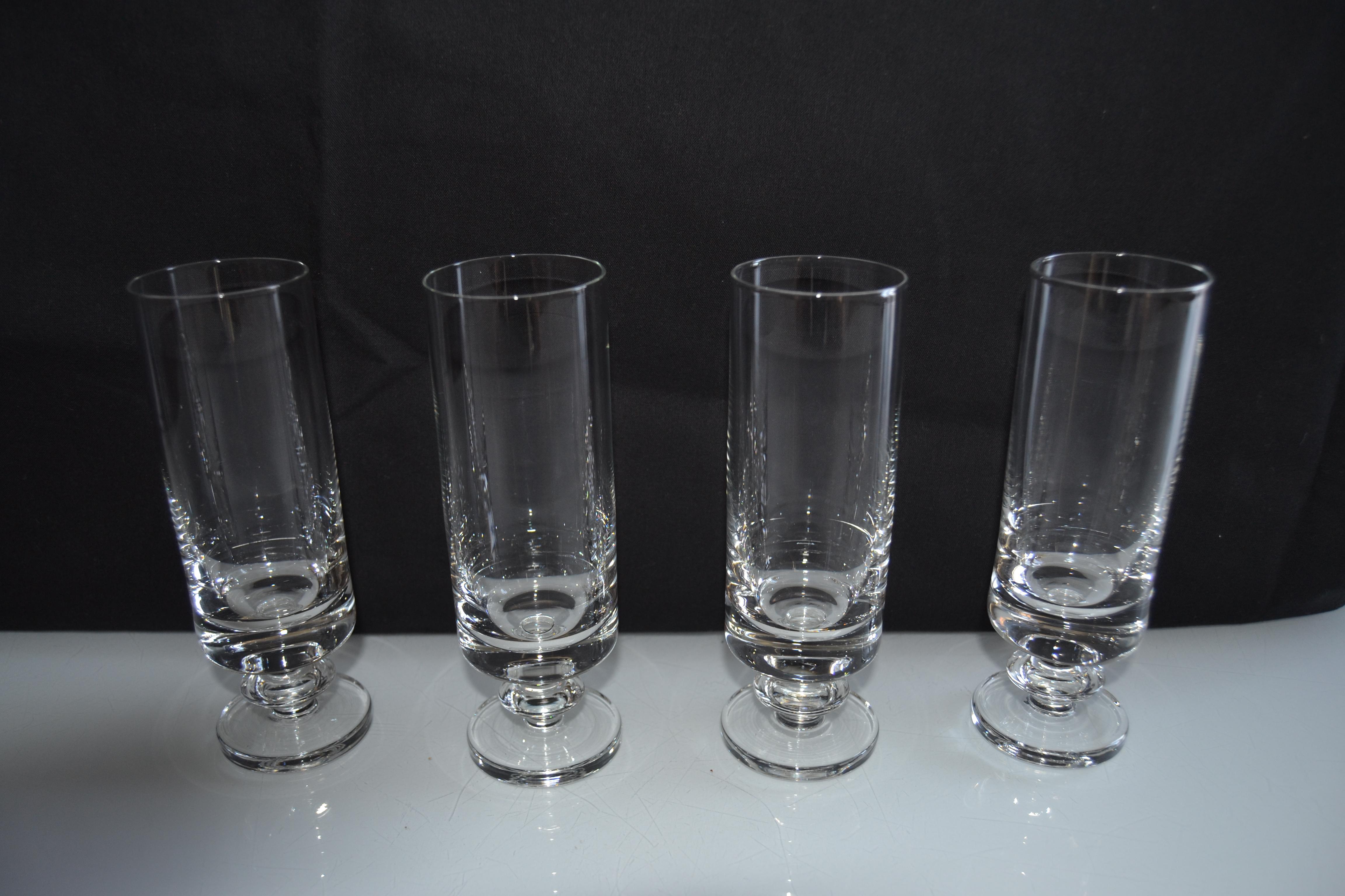 4 flûtes en verre de belle qualité