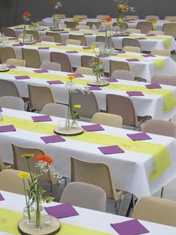 les couleurs du téléthon sur la table