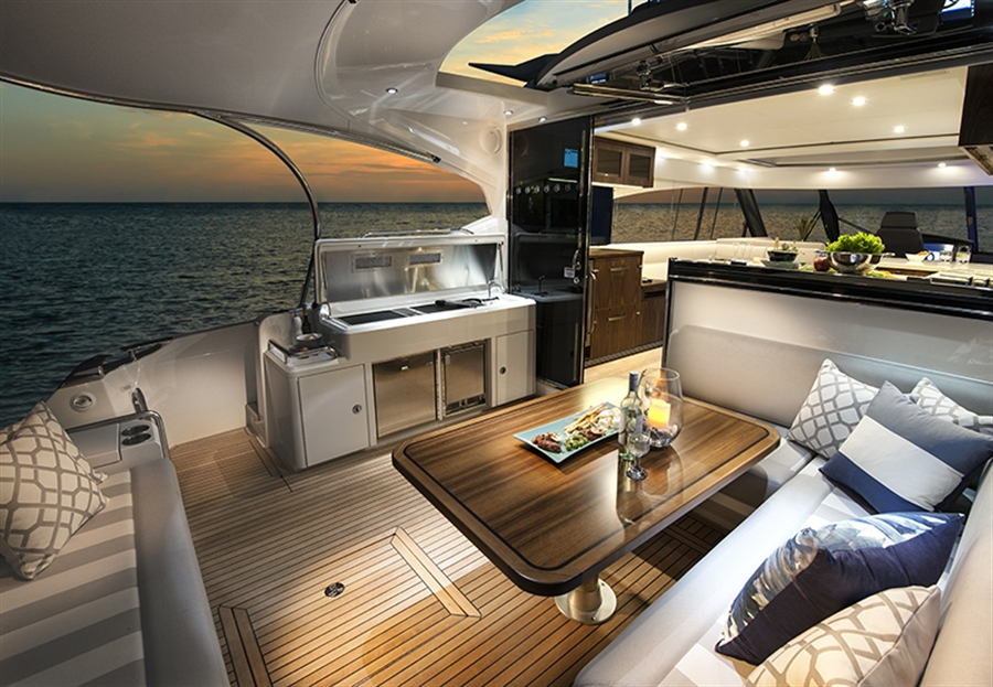 Riviera Yachts 5400 Sport Yacht-Aft