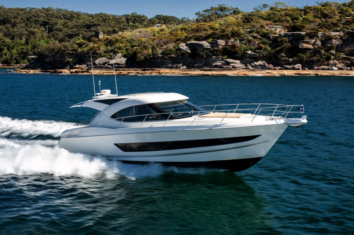 Riviera's 4400 Sport Yacht from SYS