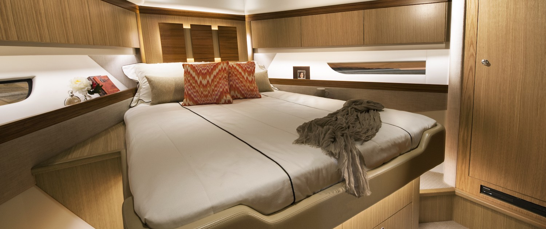 Riviera-57-Enclosed-Flybridge-Forward-VIP-Stateroom