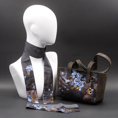 Borsa a spalla in camoscio grigiae inserti in setacon stampa floreale, con tonalità azzurre