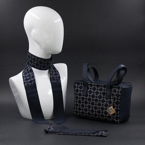 Borsa a spalla in vera pelle blu einserti in seta con stampa geometricabianca e manici in vera pelle blu