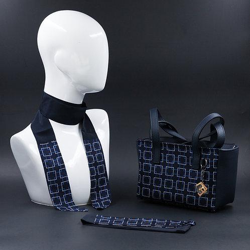 Borsa a spalla in vera pelle blu e inserti in seta con stampa geometrica, suitoni del blu e delbianchi e manici in pelle