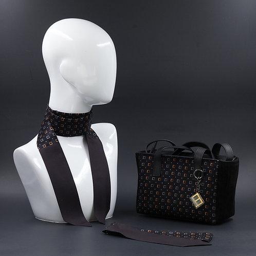 Borsa a spalla in camoscionera einserti in seta con stampa geometrica, con manici in vera pelle nera