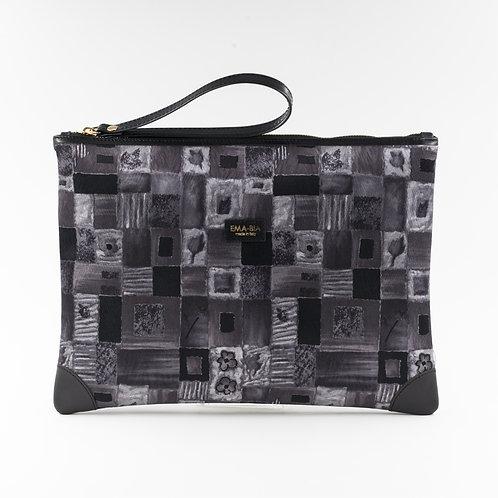 pochette borsa a mano grigia in seta con stampa fantasiae finiture in pelle