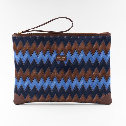 pochette borsa a mano marrone e blu in seta con stampa geometricae finiture in pelle