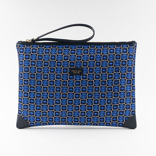 pochette borsa a mano blu in seta con stampa geometricae finiture in pelle