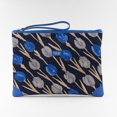 pochette borsa a manoin seta blu con stampa florealee finiture in pelle