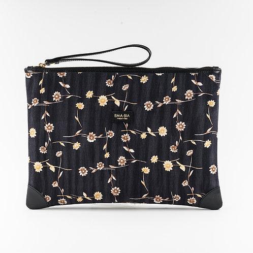 pochette borsa a manoin seta nera con stampa florealee finiture in pelle