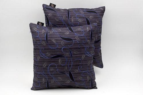 Cuscinidi seta grigia con stampa florealeper divani classici e moderni
