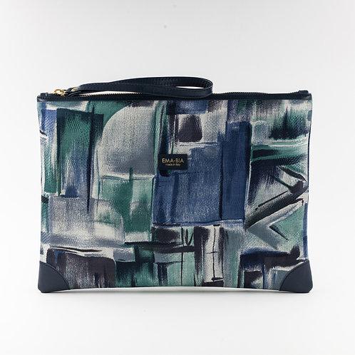pochette borsa a manoin seta blu con stampa grafico-pittoricae finiture in pelle