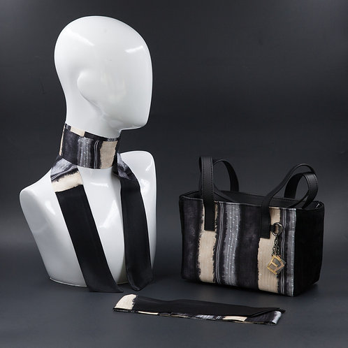 Borsa a spalla in camoscio neraeinserti in seta con stampa geometrica, suitoni del grigio e beige e manici in vera pelle
