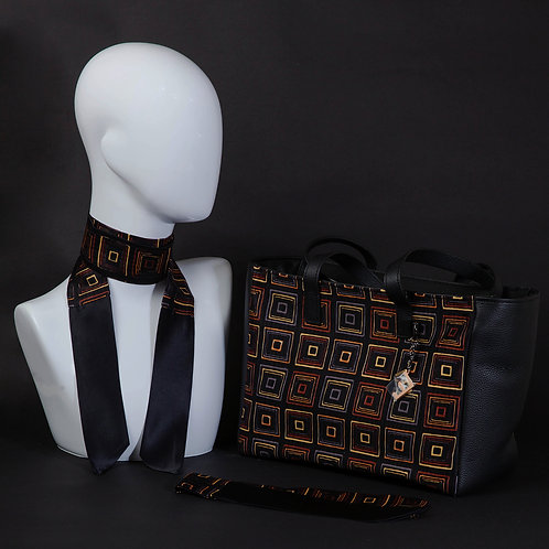 Borsa da giorno, grande a spalla, in vera pelle neracon inserti in seta con stampa geometrica.