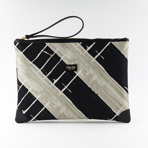 pochette borsa a mano nera in seta con stampa segno grafico e finiture in pelle