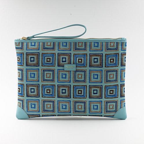 pochette borsa a mano azzurra in seta con stampa geometricae finiture in pelle
