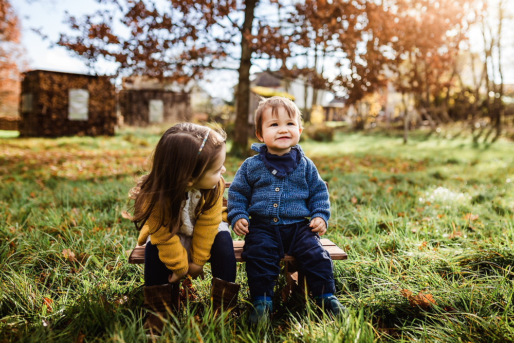 Geschwisterfoto Geschwisterfotos Stuttgart Herbst Fotoshooting Geschwistershooting