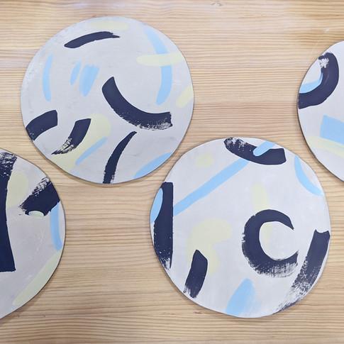 Proceso de elaboración platos para pizza - Adriana Machado Studio