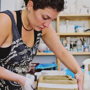 Adrianamachadostudio-en-el-taller.jpg