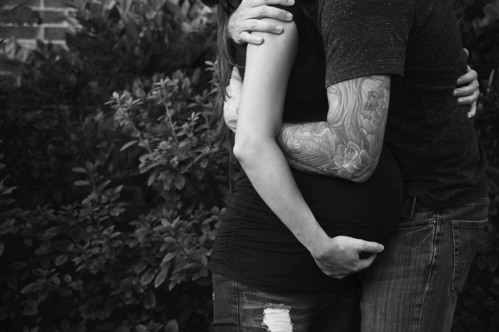 Pregnant Mom hugging dad