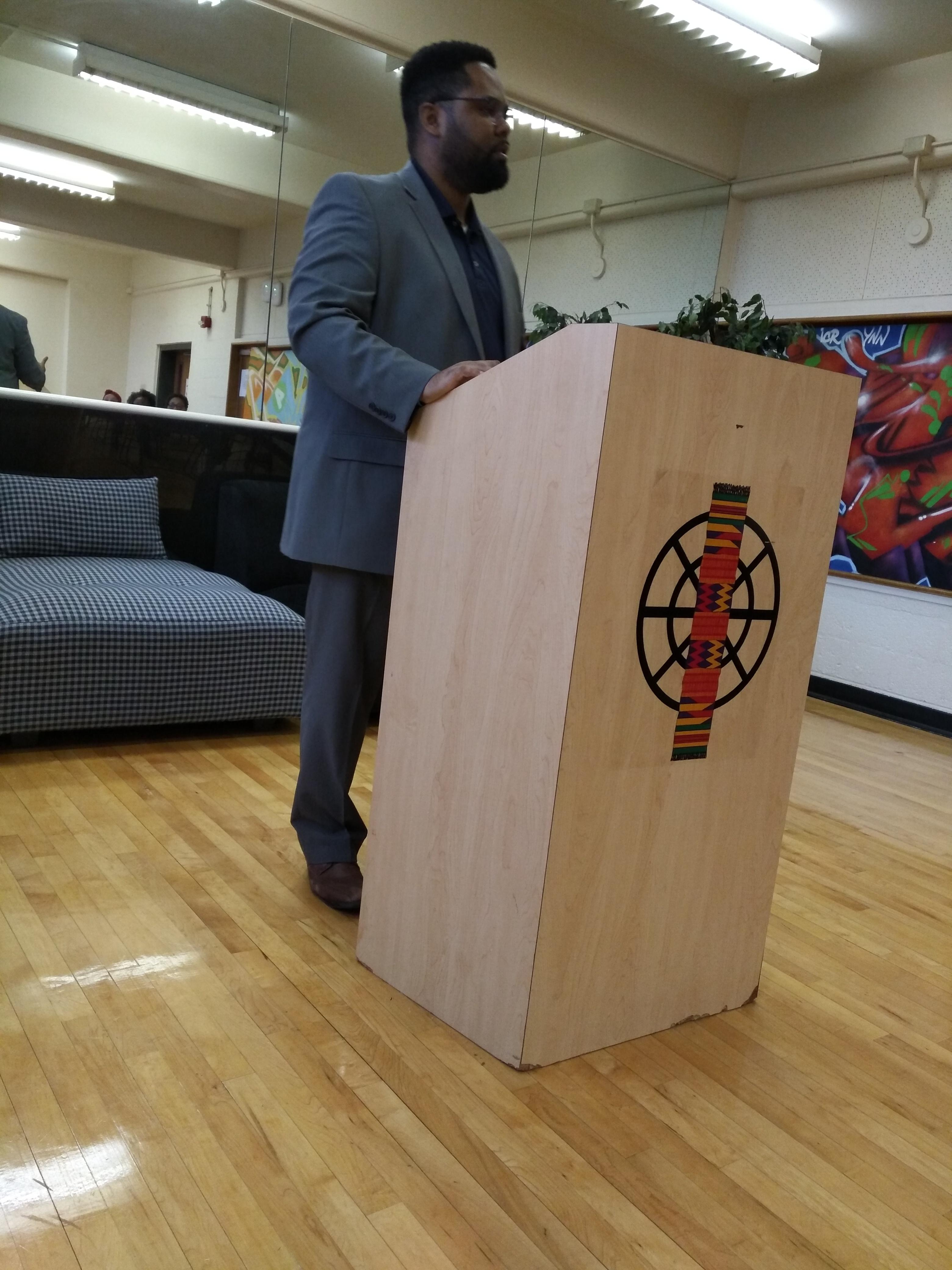 Pastor Dearin Preaching