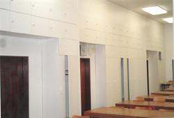 V učebně P8 byli dřive skříňky.