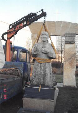 Instalace sochy kardinála Berana