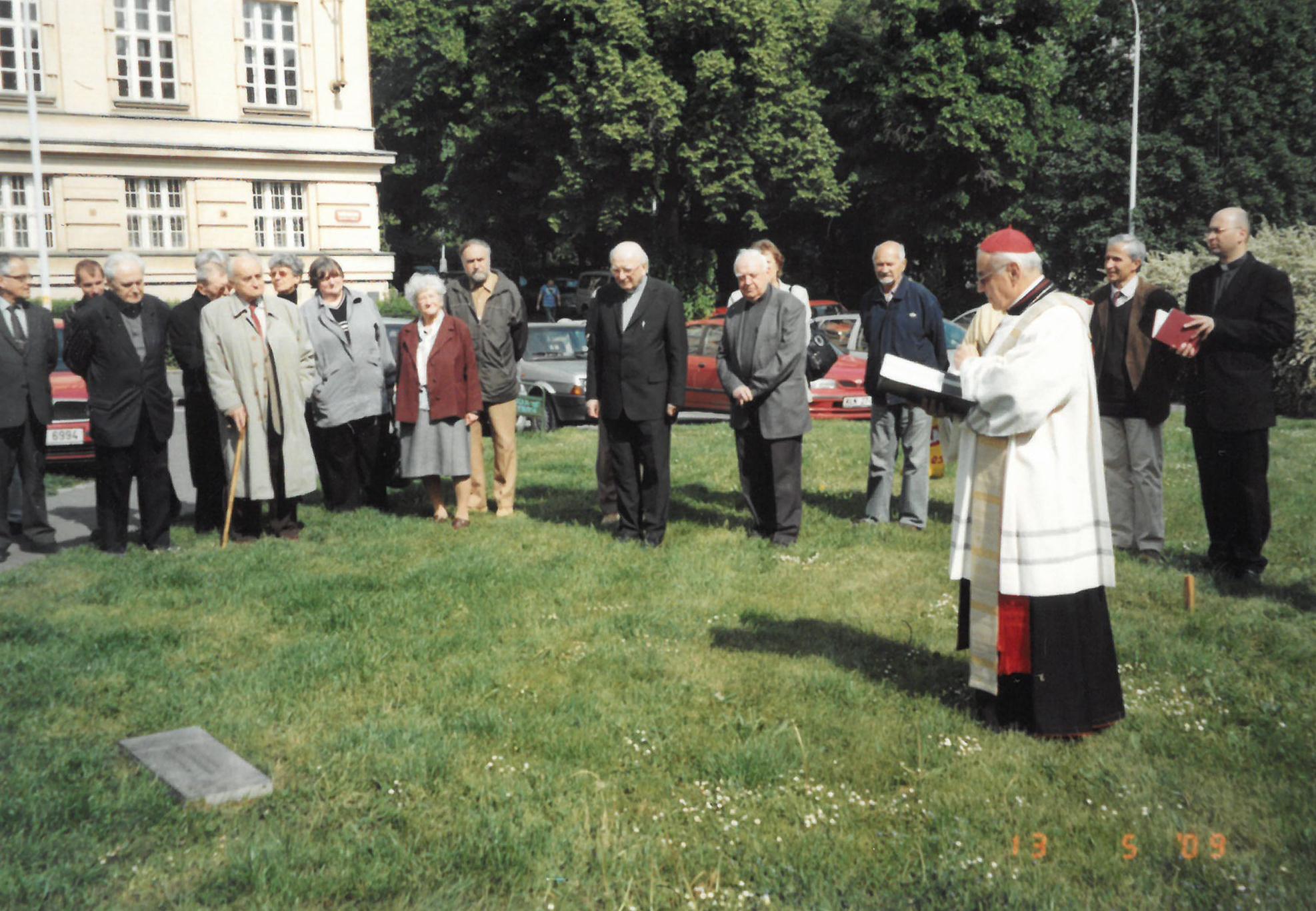 Žehnání základního kamene pro sochu kardinála Berana