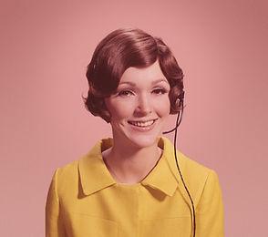 電話耳機的女人