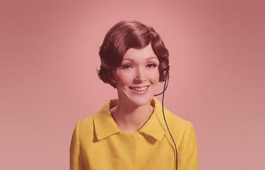 Женщина с телефонной гарнитурой