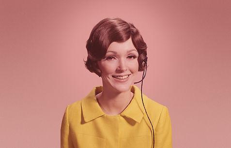 Frau mit Telefonkopfhörer