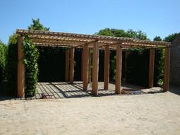 PeetersJef.be - Carport met ronde houten kolommen en bamboe