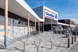 PeetersJef.be - Ronde houten kolommen Carrefour Retailpark Zemst (Belgium)